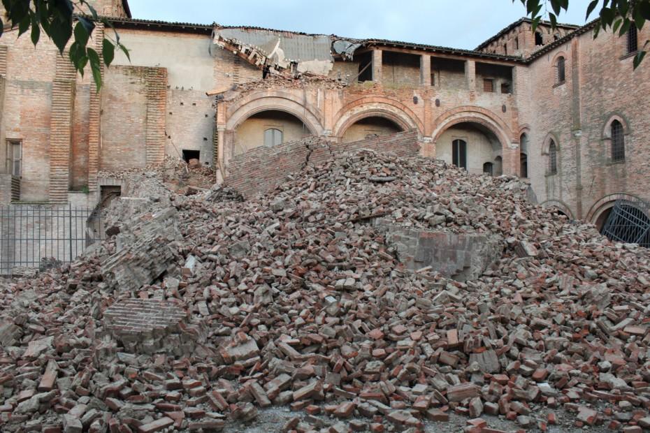 Terremoto: 7 morti, 5000 sfollati. La terra non si ferma