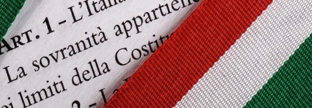 Modifica alla Costituzione per spartirsi meno parlamentari e più obbedienti