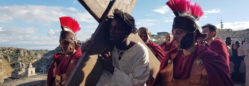 Matera 2019: un Cristo nero nella città dei sassi