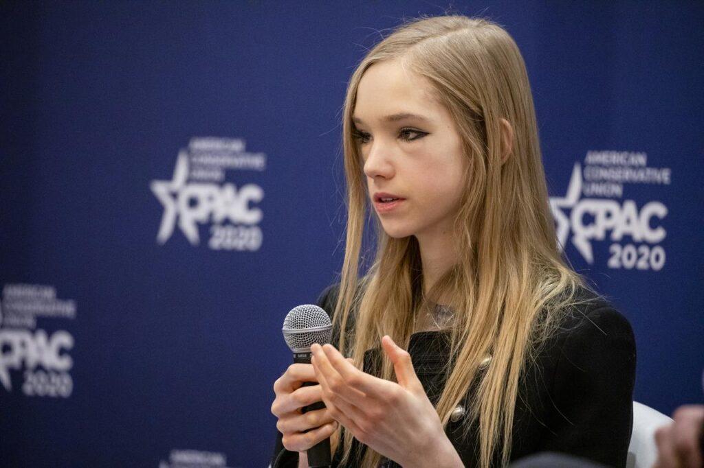 Naomi Seibt non è l'anti Greta Thunberg, ma una youtuber di estrema destra (che parla di clima)