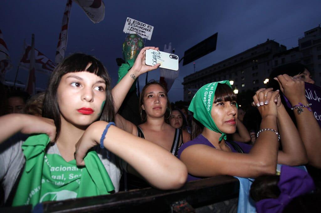 Le donne argentine affrontano due emergenze
