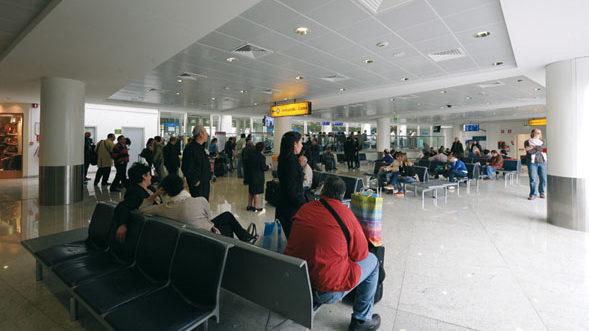 L'epidemia lascia a casa i lavoratori precari degli aeroporti