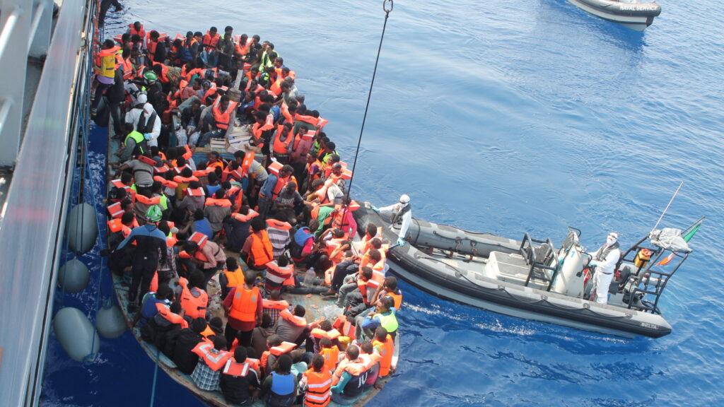 Più rimpatri che solidarietà. L'Europa prepara la stretta