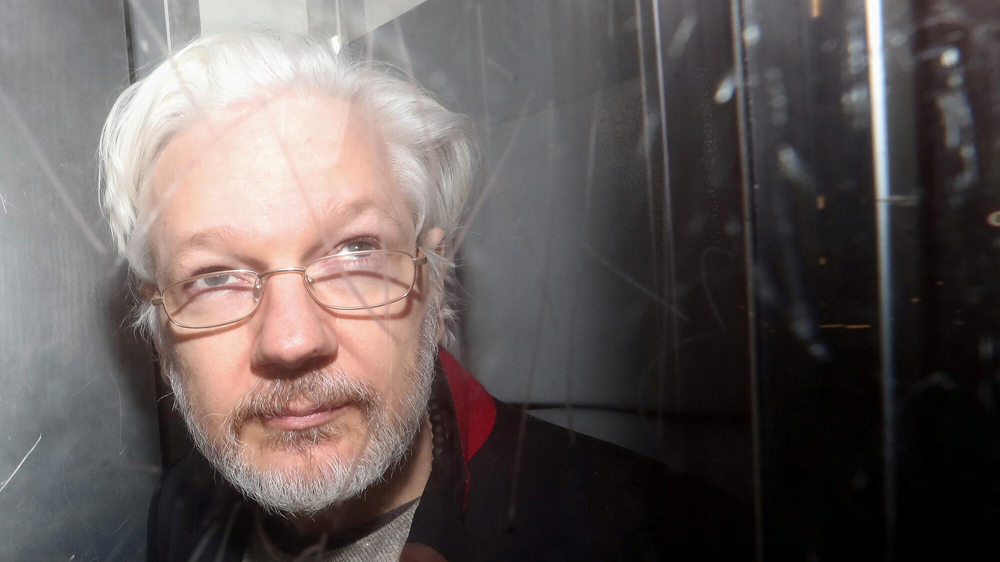 «Se Londra fa estradare Assange sarà la fine della libertà di stampa»