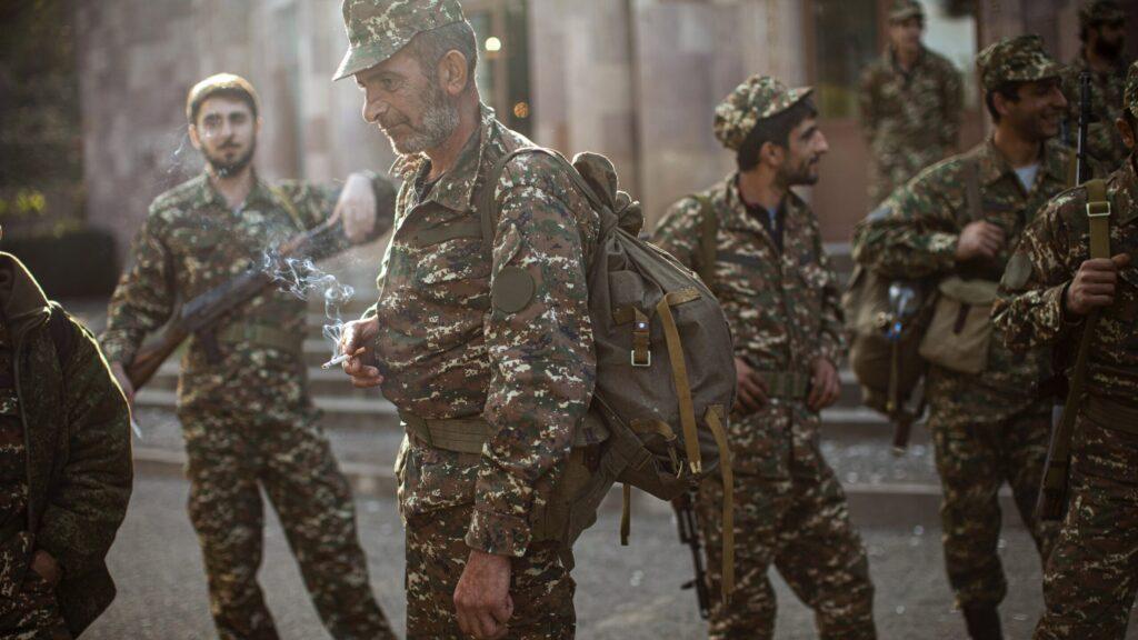 Tregua di cartone a mezzogiorno, ora di Moscaeni, tra azeri e armeni