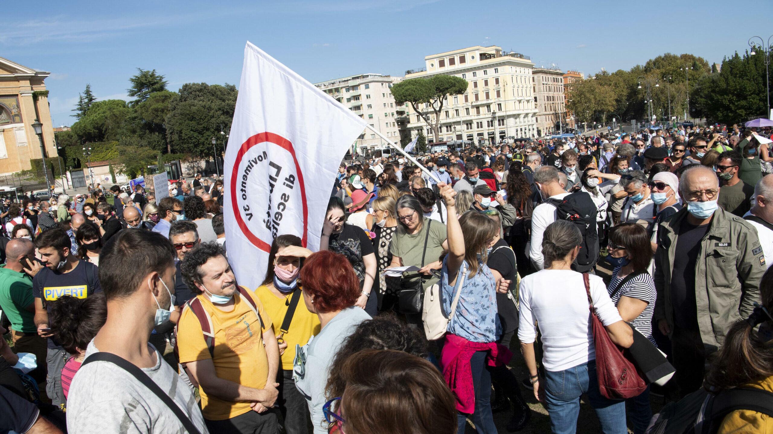 No mask a metà, la «marcia» statica dei sovranisti