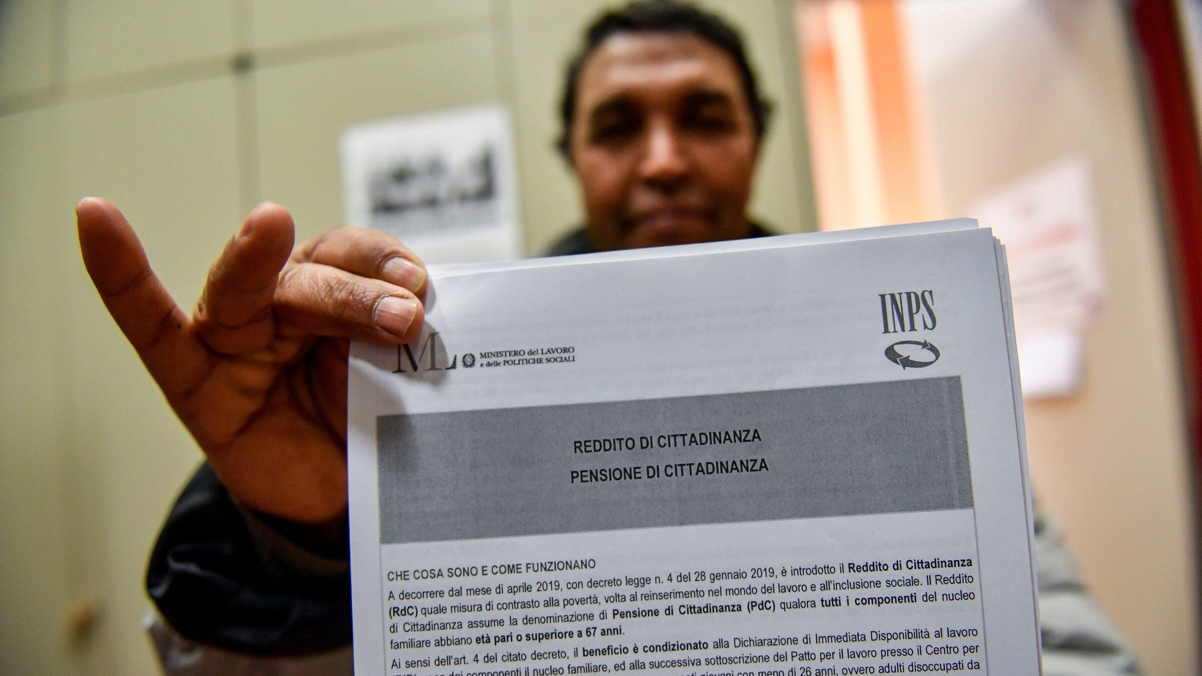 Inps: 3 milioni le persone che beneficiano del reddito di cittadinanza, 25% in più rispetto a gennaio. Importo medio di 563 euro