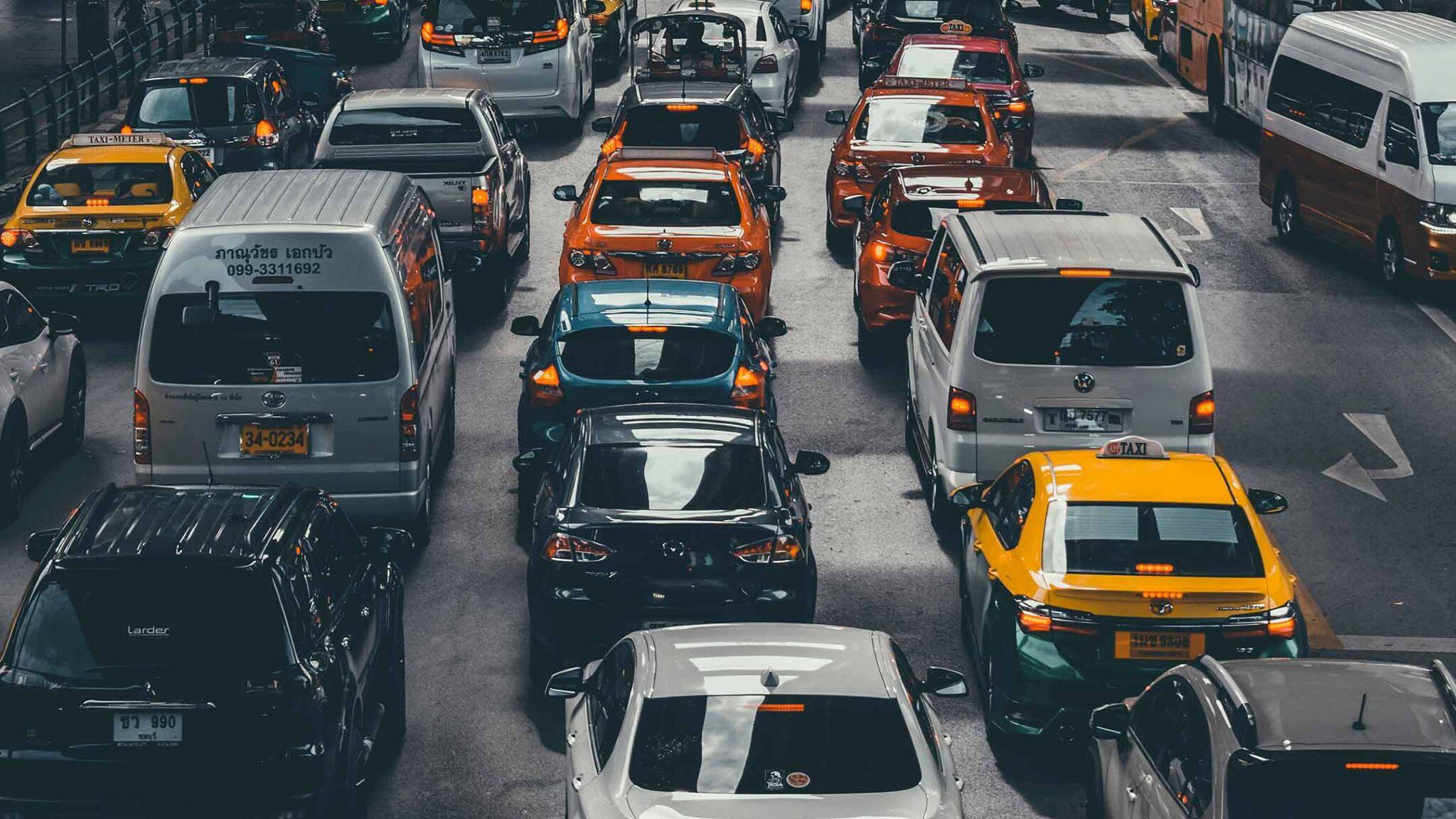 Traffico: troppe automobili e mobilità pubblica carente