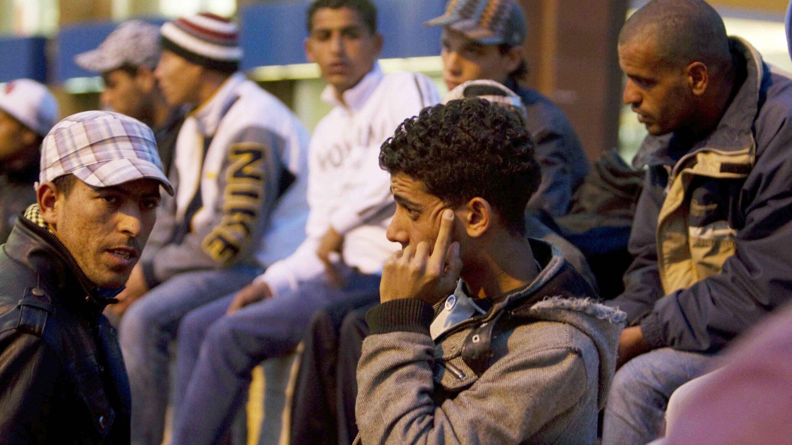 Chi sfrutta i richiedenti asilo
