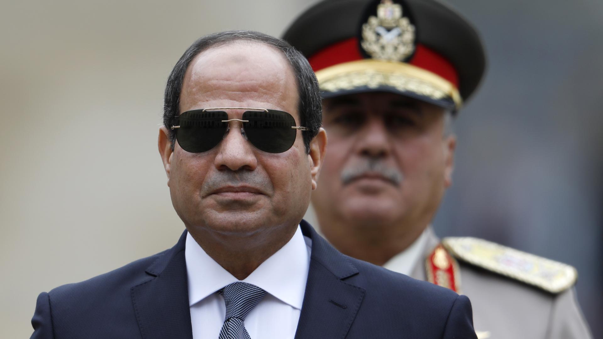 La controversa visita del presidente egiziano Al Sisi in Francia
