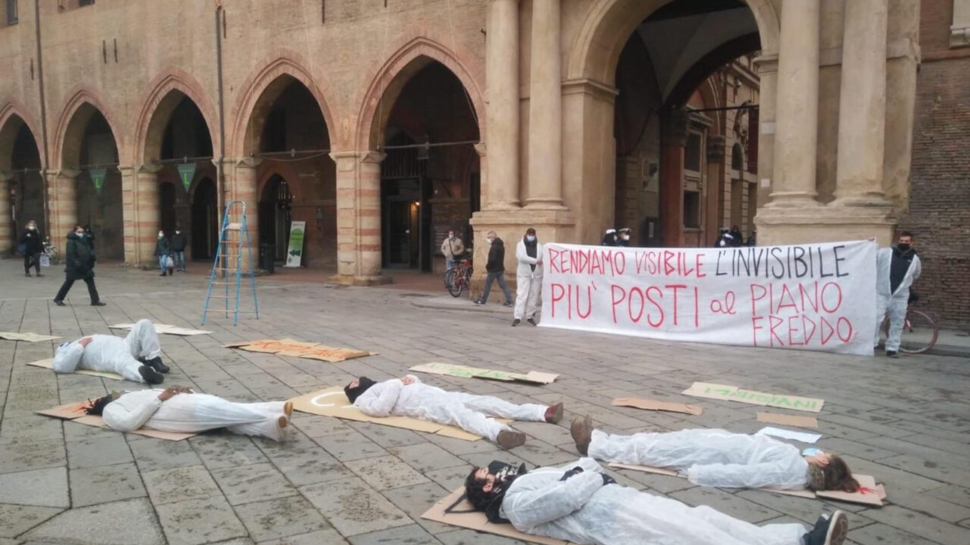 """Bologna, proteste: """"Il Piano freddo non basta"""""""
