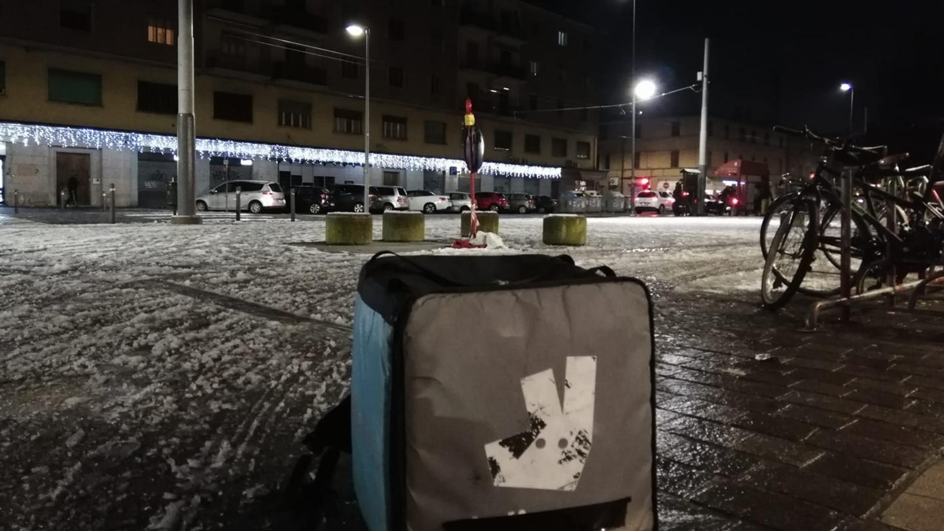 Bologna, la discriminazione digitale dei fattorini Deliveroo