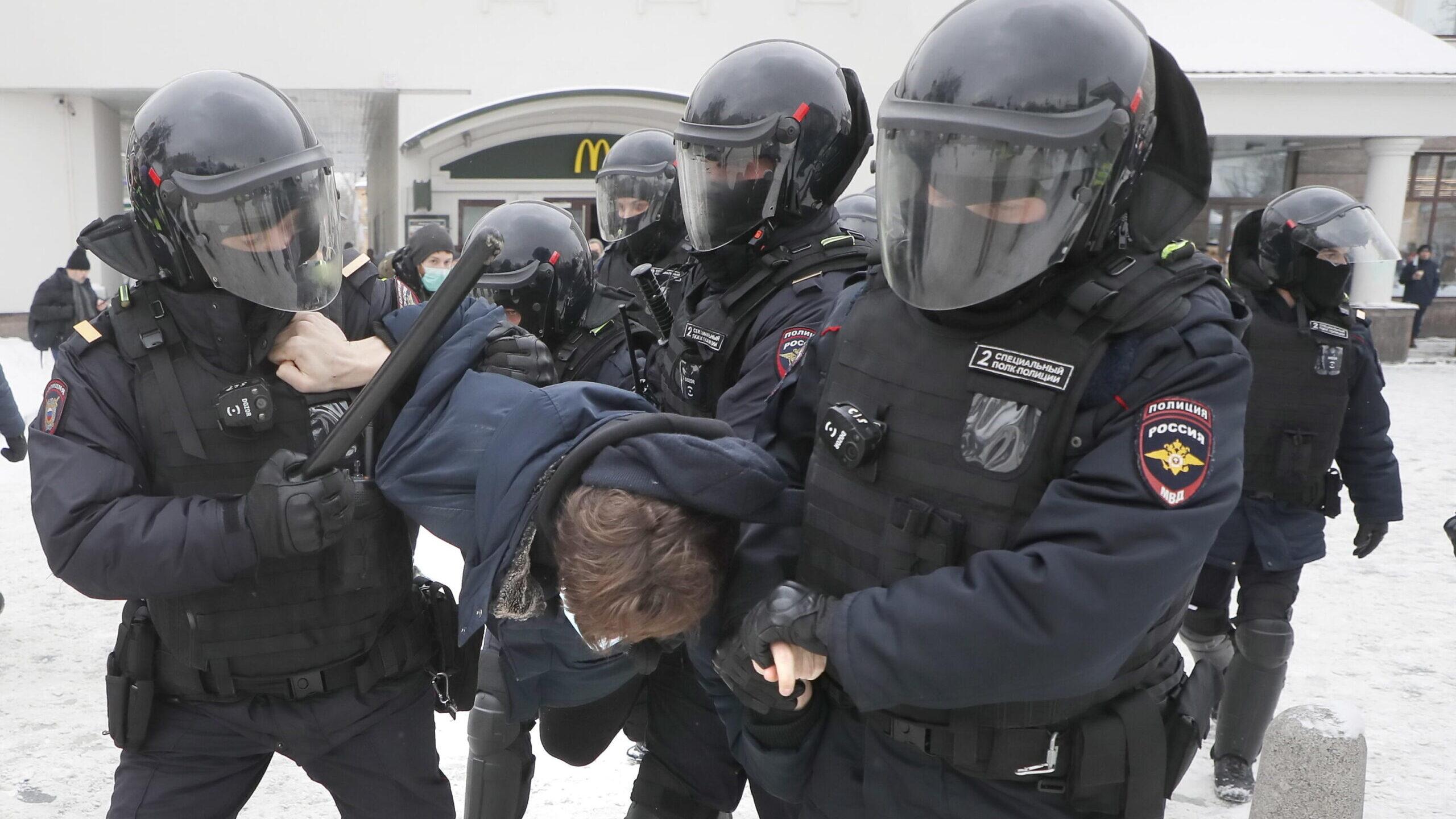 Le manifestazioni in Russia spingono Vladimir Putin sulla difensiva