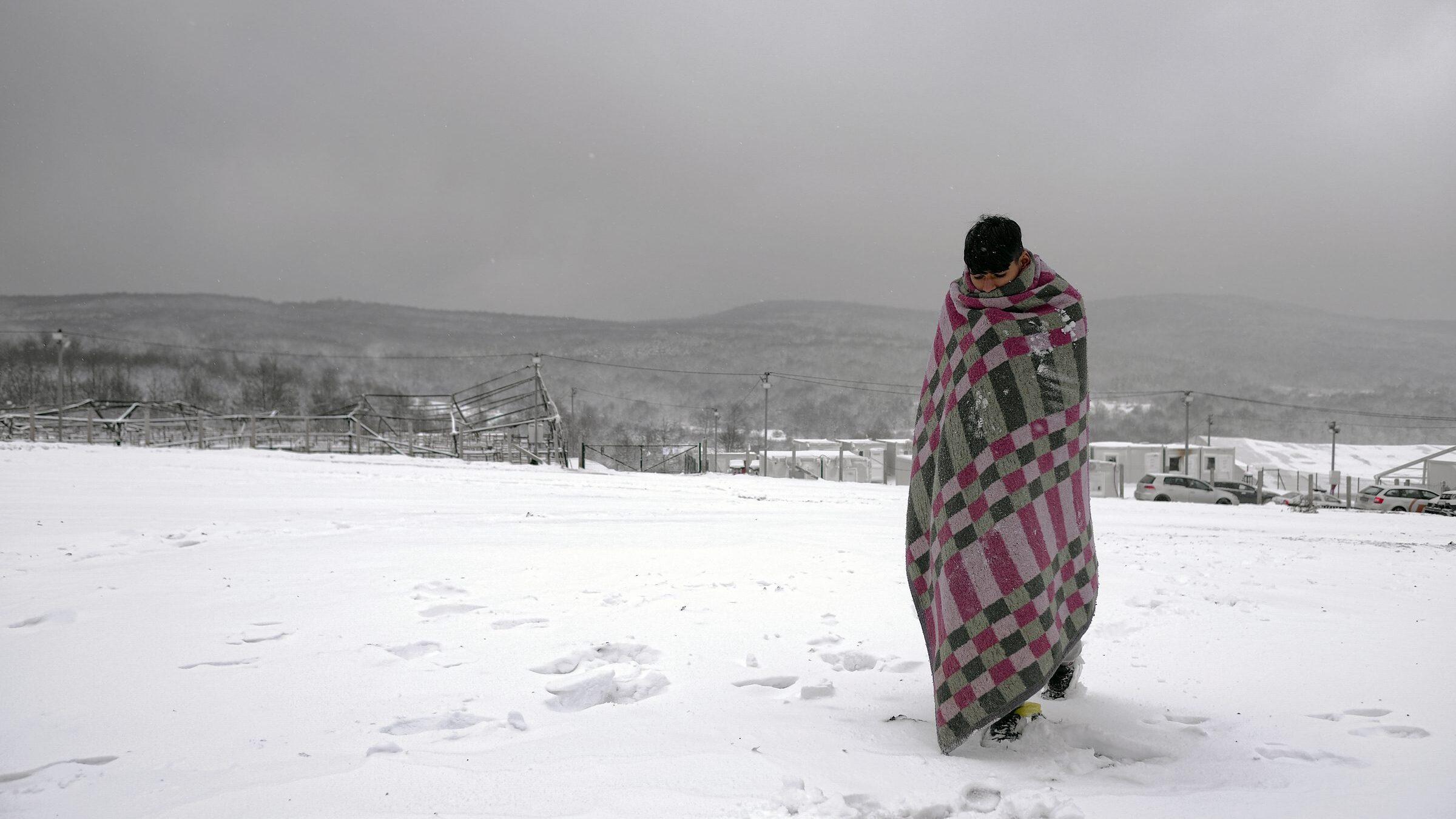 """Rompiamo il silenzio e l'indifferenza per i migranti """"prigionieri"""", tra neve e freddo, nel campo bosniaco di Bihac"""
