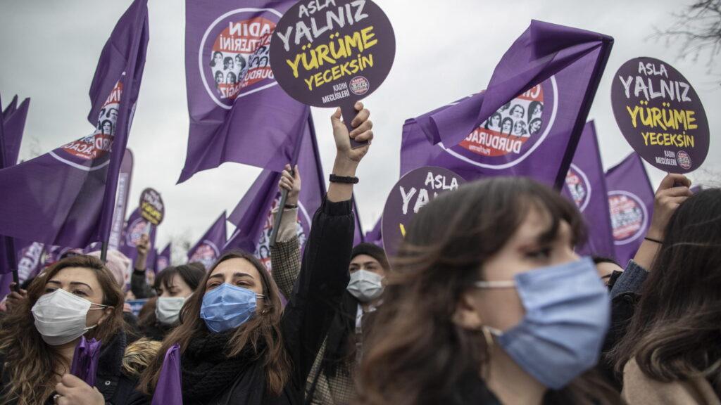 «Non obbediamo», le donne turche vogliono la loro Convenzione