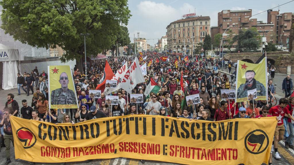 """Una grande manifestazione antifascista: """"Resistenze contro la crisi!"""""""