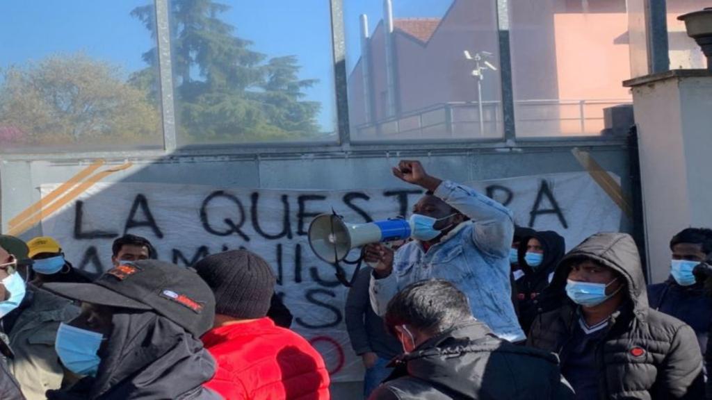 Migranti di via Mattei, «Il Comune di Bologna non smette di mentire»