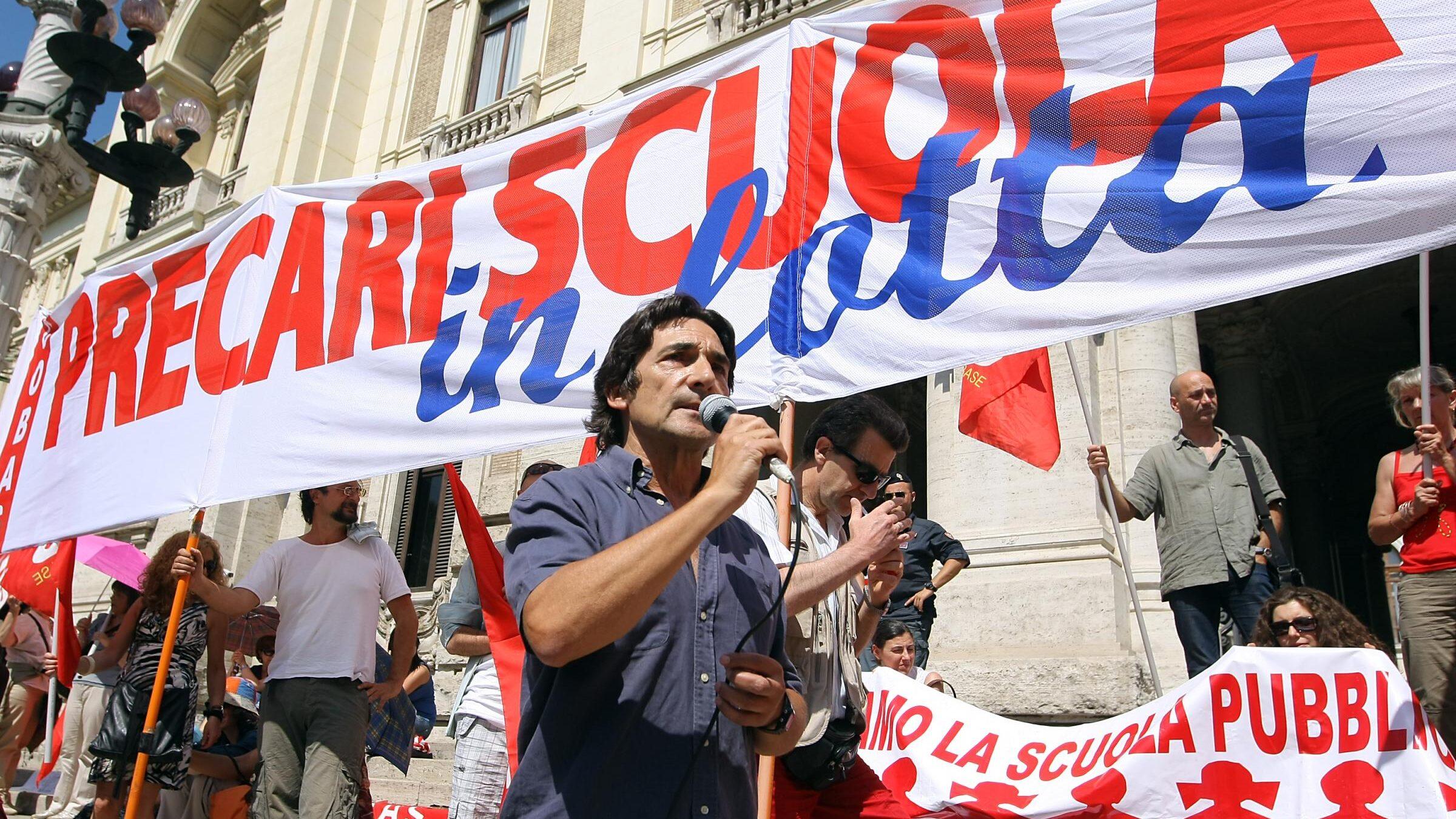 """Scuola: docenti senza stabilizzazione, parte una """"staffetta precaria"""""""