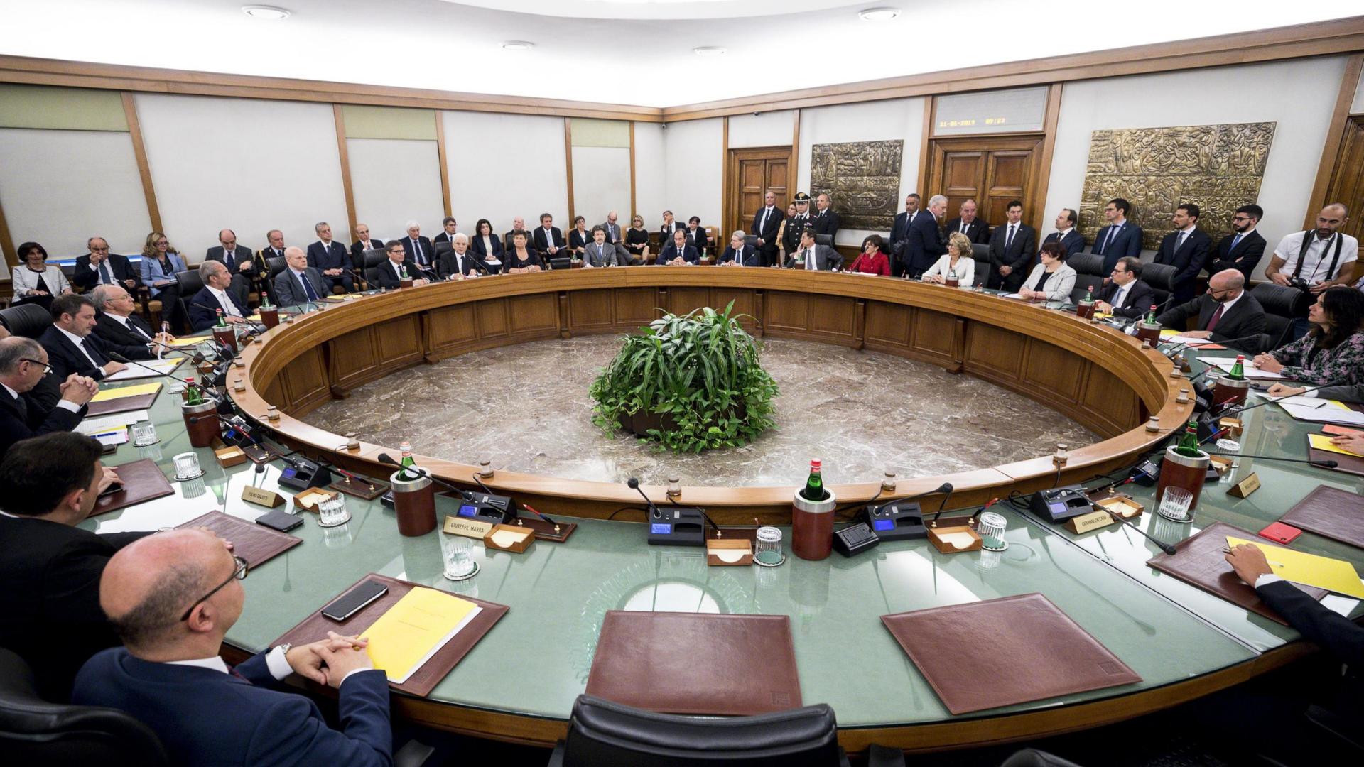"""Dossier """"sporchi"""". Lo stato della magistratura e della democrazia in Italia"""