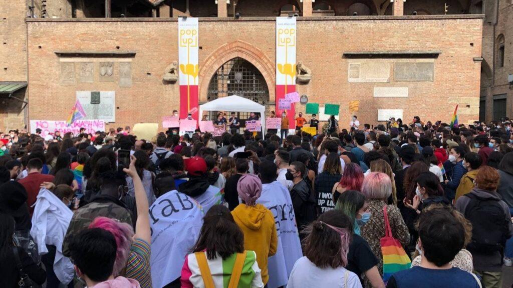 #Moltopiudizan, manifestazione a Bologna
