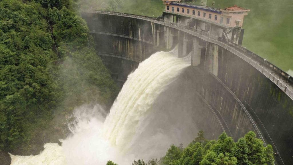 """A dieci anni dal """"No"""" alla privatizzazione dell'acqua. Storia di una volontà tradita"""