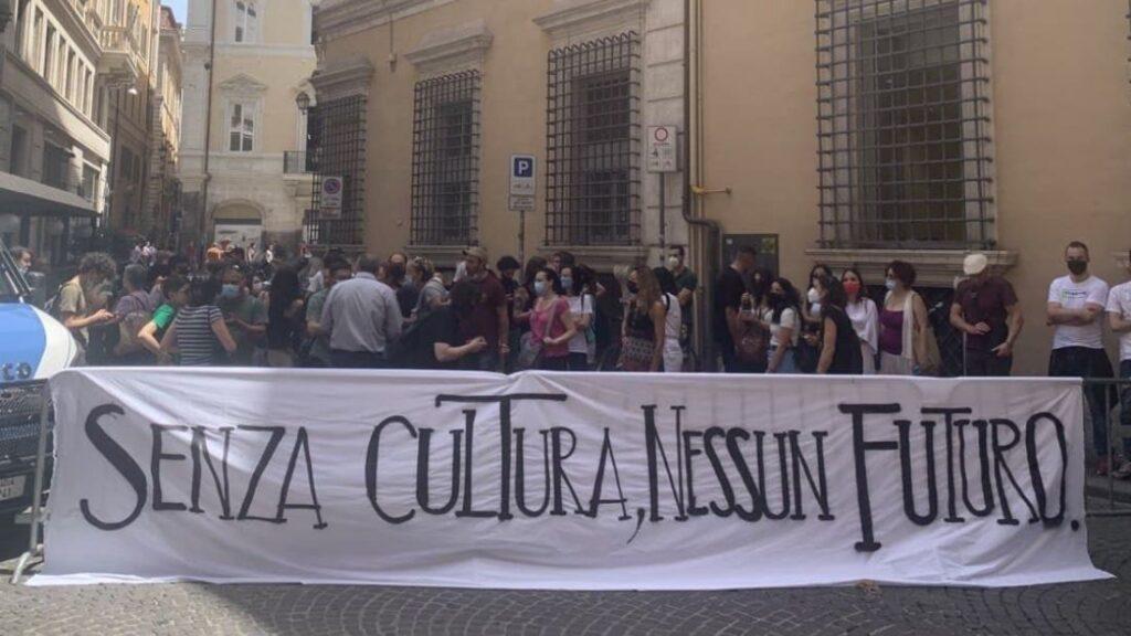 I lavoratori esternalizzati della Cultura manifestano sotto al Ministero
