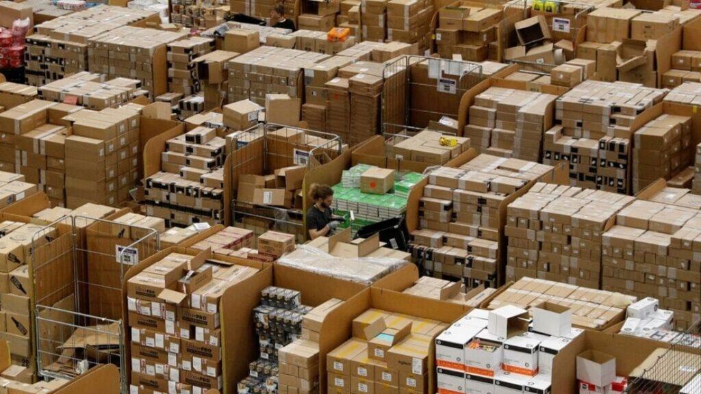 Amazon è il simbolo dello spreco capitalista