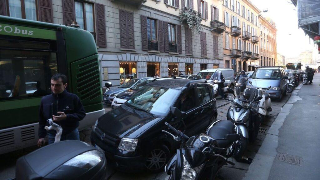Doppie file e spintarelle, l'Istat rovescia l'Italia: meglio il Sud e le donne