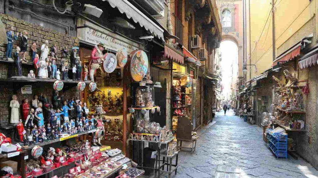 A Napoli il business del turismo caccia gli abitanti dal centro