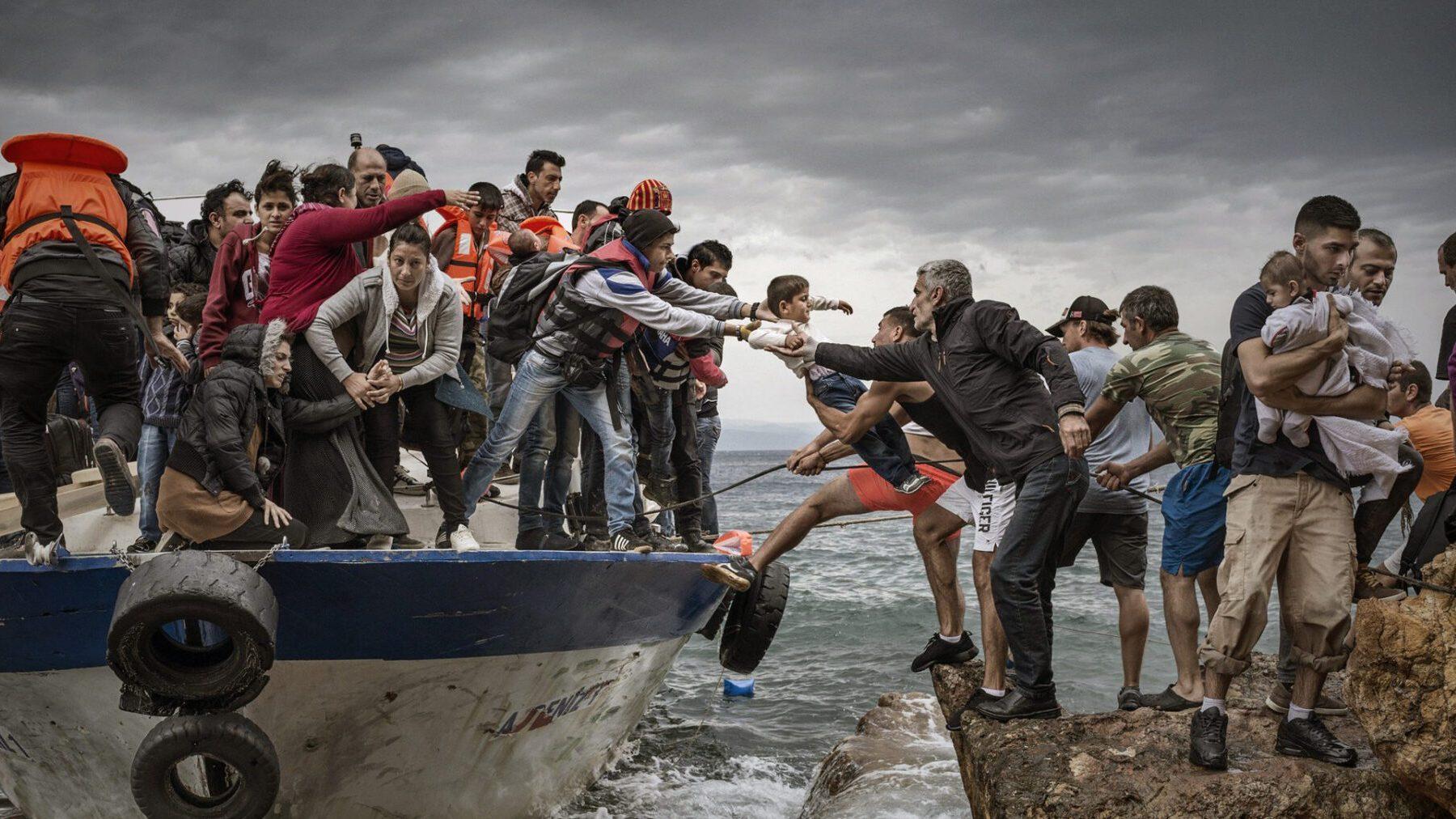Migranti, la sanatoria ostaggio della burocrazia