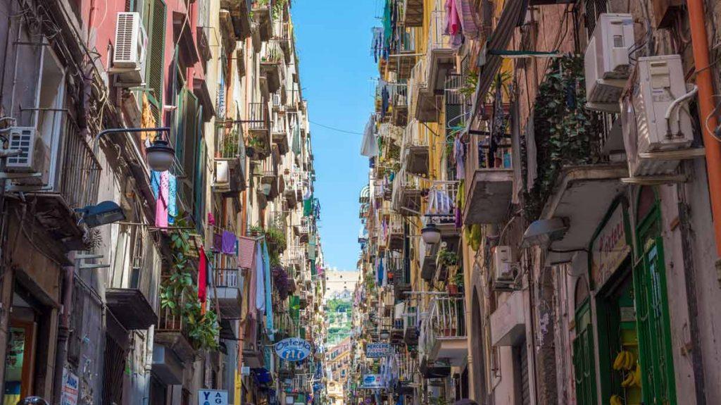 Trasporti, arte e risanamento urbano: riscattiamo la bellezza perduta di Napoli