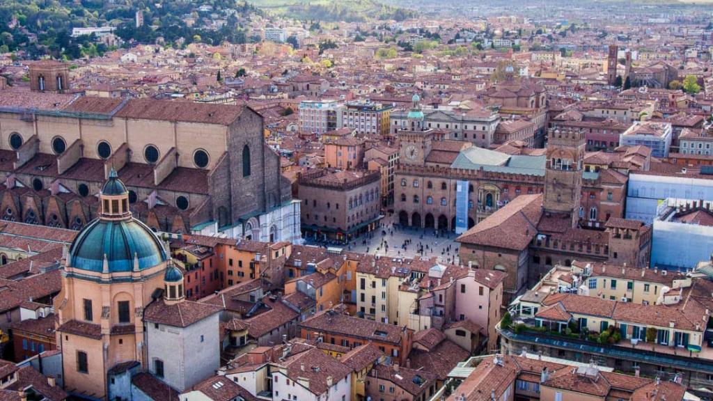 """Elezioni Bologna 2021, per la """"città più di comunista d'Italia"""" è già domani"""