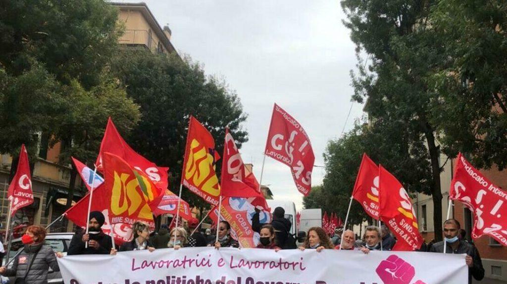 """""""Più di cinquemila"""" in piazza per lo sciopero del sindacalismo di base"""